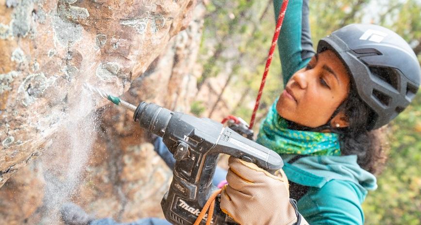 Photo of Maiza Lima climbing